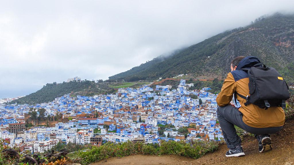 Día 36: La ciudad azul y el gato que está triste y mojado.
